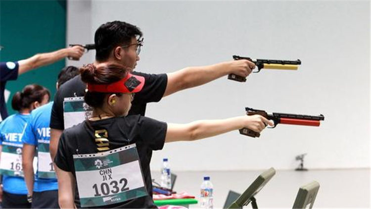 再获金牌!10米气手枪混合团体赛 中国组合夺冠