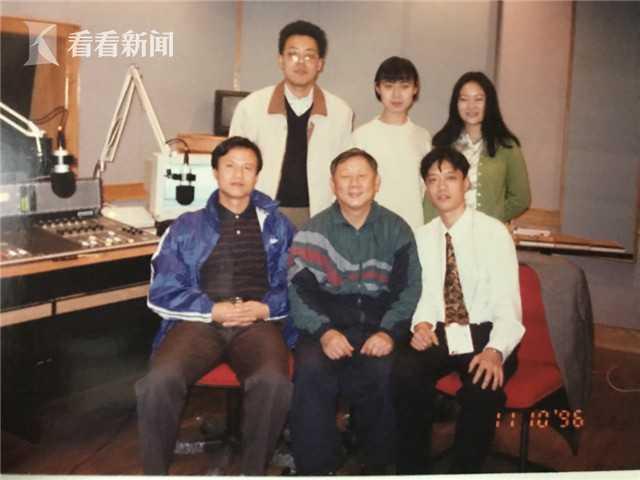 1996年在直播间(前排右一为王海波)