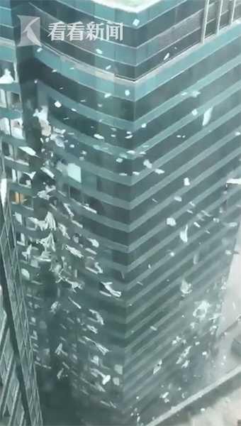 香港红磡一写字楼玻璃破碎