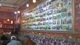 青春也在火锅里!老板娘每年为毕业生做照片墙
