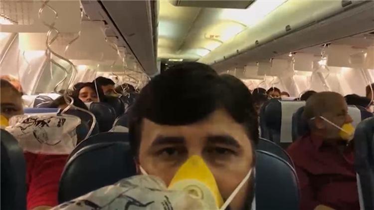 印航班起飞忘增压还隐瞒实情 30名乘客耳鼻流血