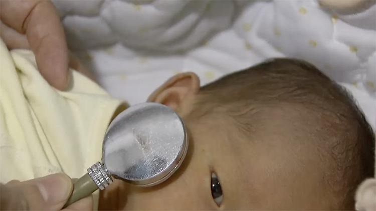 男婴出生半月遭遗弃 第一个中秋节在医院度过