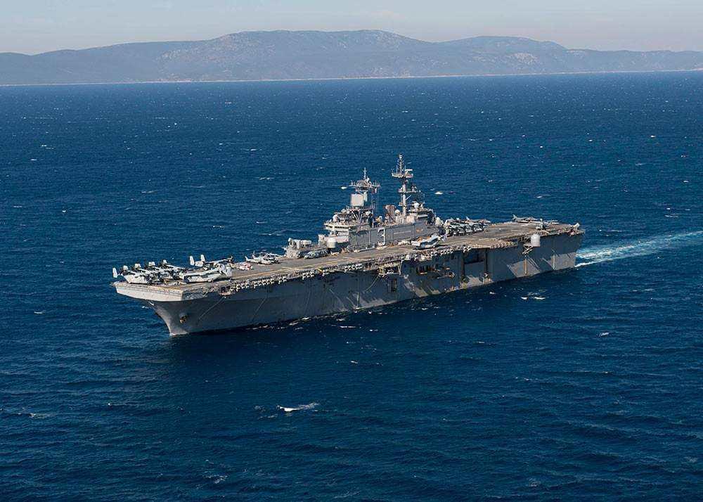 美国黄蜂号两栖攻击舰