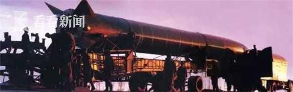 导弹核武器组装完毕,准备起竖发射