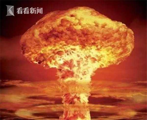 1966年10月27日,中国首枚导弹核武器在罗布泊弹着区成功爆炸。