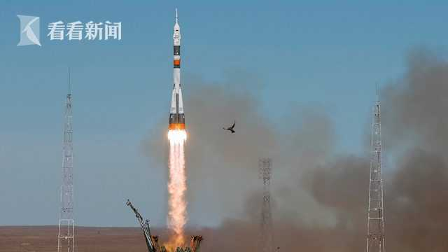 """当地时间2018年10月11日,哈萨克斯坦拜科努尔,""""联盟MS-10""""飞船发射升空。"""