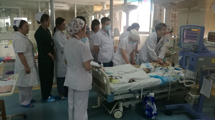 沪苏医疗接力 心脏按压3万次的危重儿童痊愈了