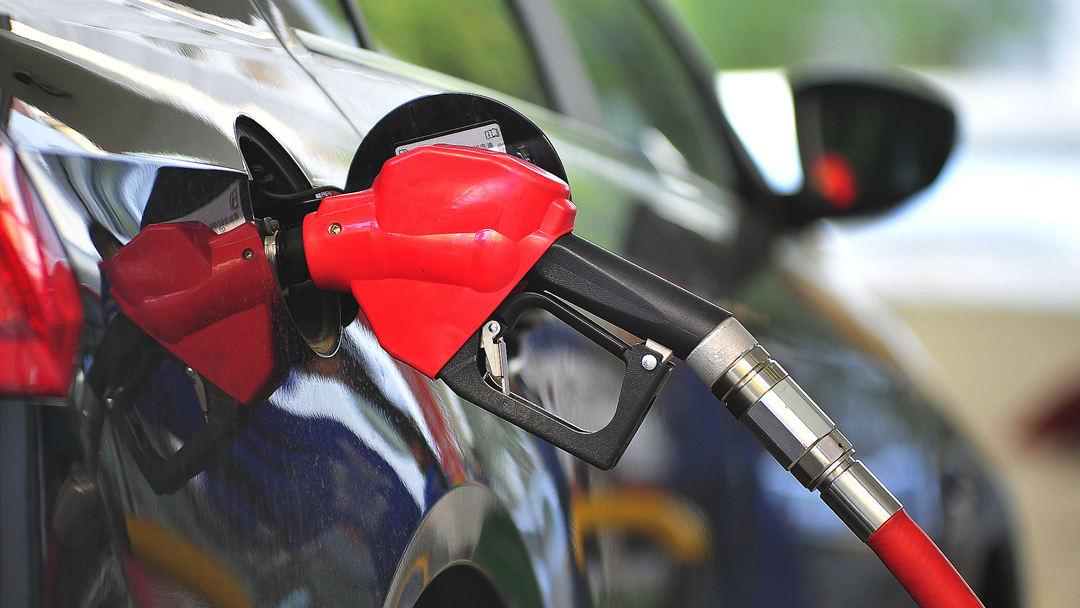 """油价年内""""第七涨"""" 加满一箱92号汽油多花7.5元"""