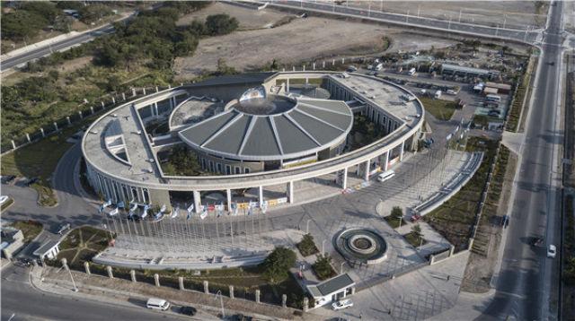 这是11月9日在巴布亚新几内亚首都莫尔兹比港航拍的巴新国际会议中心,在这里将举行APEC工商领导人峰会。新华社记者吕小炜摄