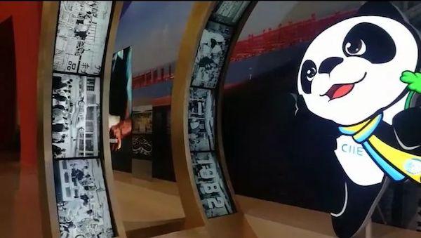 """展览上,有一个""""'从广交会到中国国际进口博览会'时间隧道"""""""