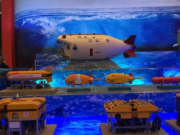 """蛟龙、海龙、潜龙""""三龙兄弟""""深海探测装备模型"""