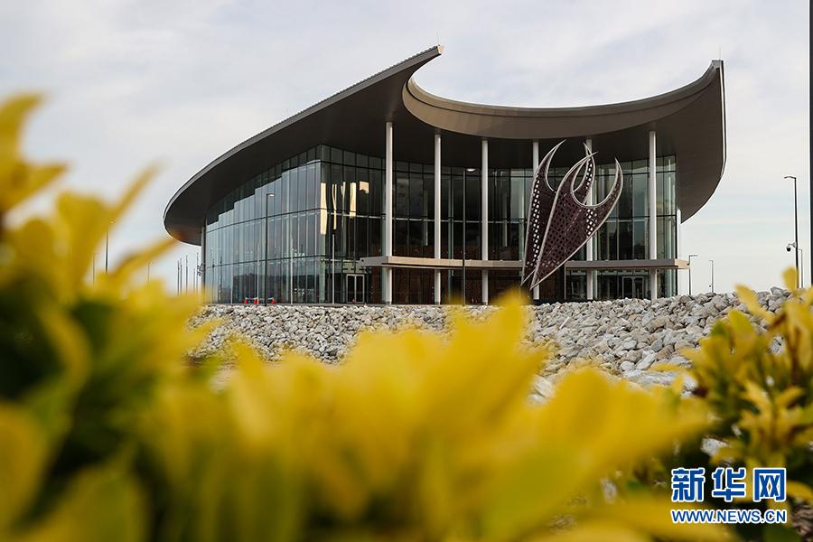 这是在巴布亚新几内亚莫尔兹比港拍摄的APEC大厦(11月11日摄)。 新华社记者白雪飞摄