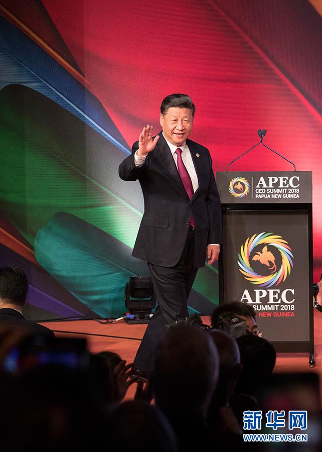 11月17日,国家主席习近平应邀出席在巴布亚新几内亚莫尔兹比港举行的亚太经合组织工商领导人峰会并发表题为《同舟共济创造美好未来》的主旨演讲。这是习近平步入会场。 新华社记者 黄敬文 摄