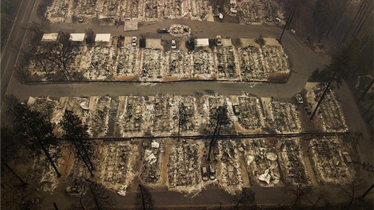 """加州山火致死人数升至79 天堂镇浴火变""""地狱"""""""