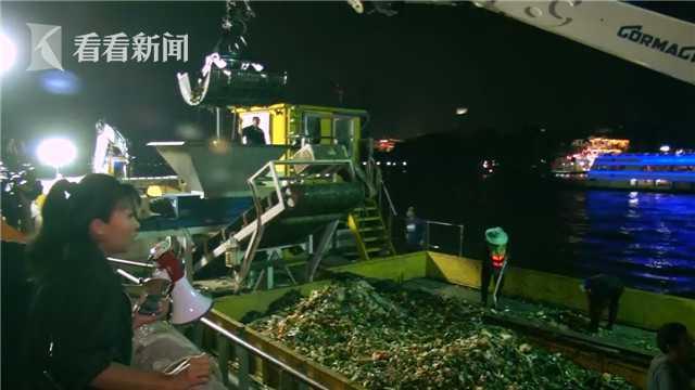 视频|泰国水灯节落幕 工作人员清理千吨垃圾