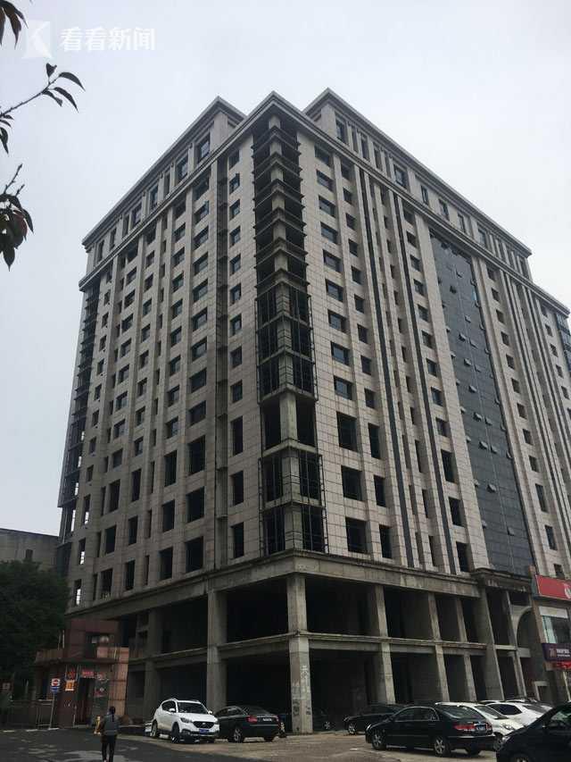 土地证被冻结,天峰酒店至今已成烂尾楼工程。
