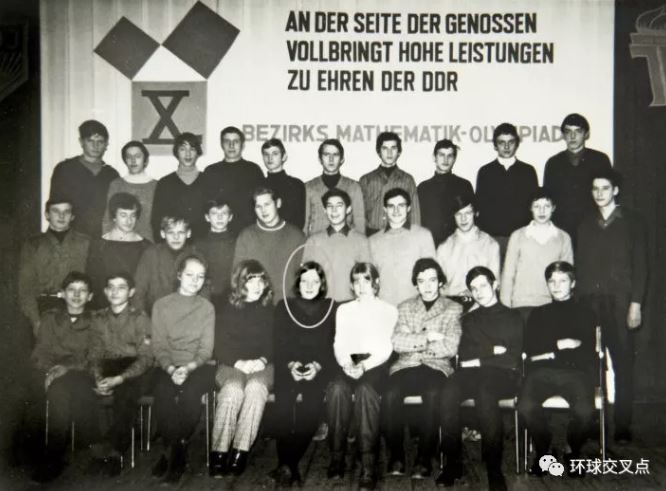 1971年 默克尔(前排C位)参加数学奥林匹克竞赛