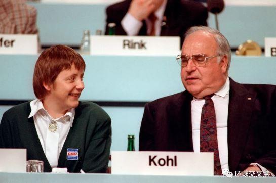 1991年的默克尔和德国前总理科尔
