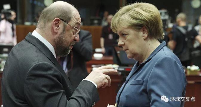 默克尔和前社民党主席舒尔茨就移民问题进行争辩