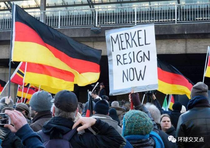 民众抗议默克尔