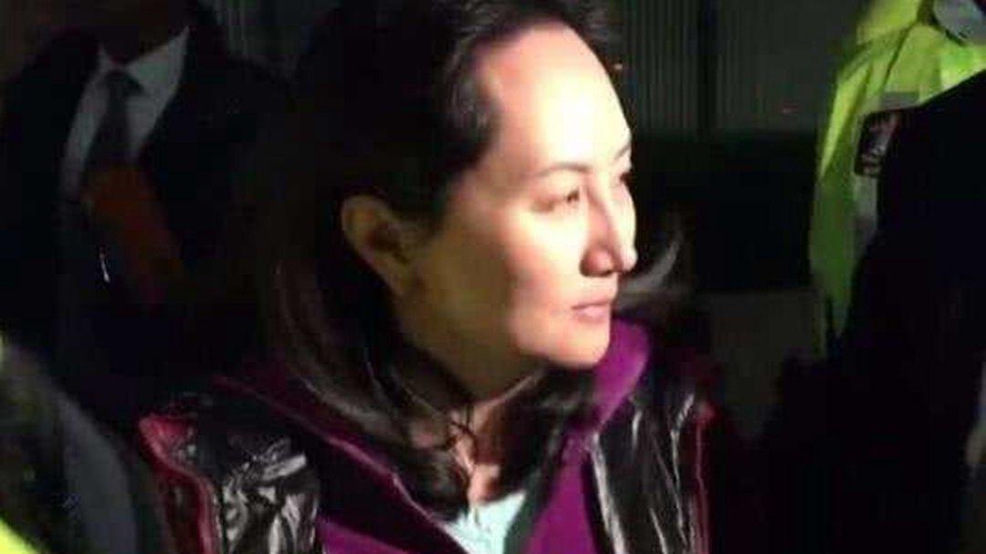 华为CFO孟晚舟离开法院 获准保释后首次露面