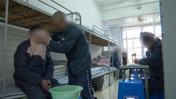 上海最老服刑人员刑满释放 孤老余生将如何安放