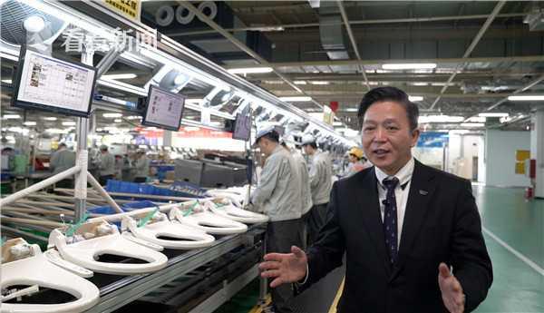 吴亮介绍智能马桶生产线