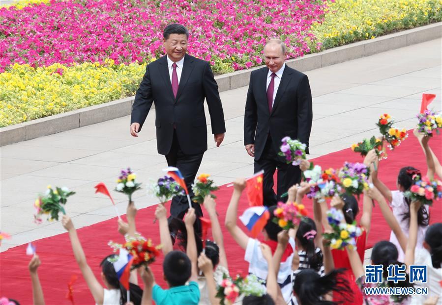 6月8日习近平主席在人民大会堂东门外广场为普京举行欢迎仪式