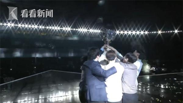 中国战队IG获英雄联盟全球总决赛冠军