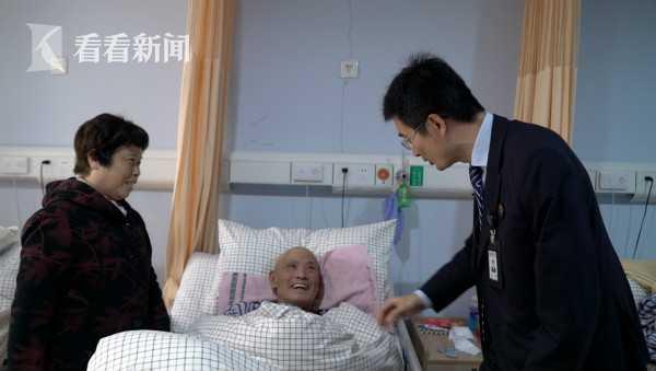 李辰阳和钱凤梅看望钱申昌
