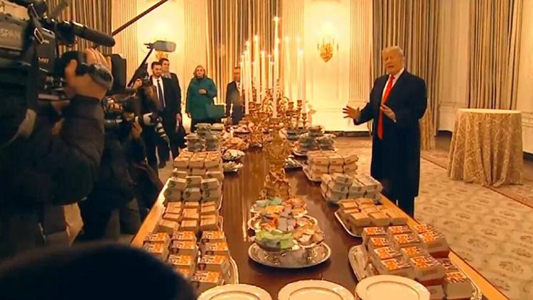 """政府停摆厨师休假 特朗普自费请客吃""""汉堡宴"""""""