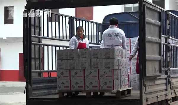 视频|11万瓶酒印寻人启事找失踪儿童被质疑 酒厂回应