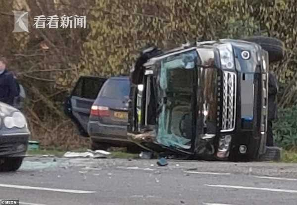 bob娱乐:视频|97岁菲利普亲王开车遇车祸 整辆车侧翻满地玻璃
