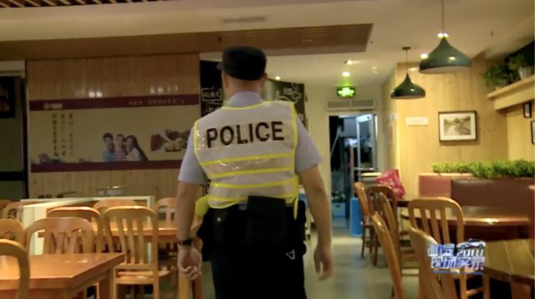 男子快餐店内拉血休克 民警送医后再次为他折返