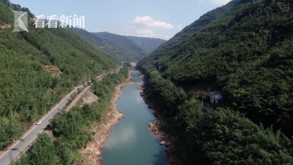赤水河在大山间蜿蜒流淌
