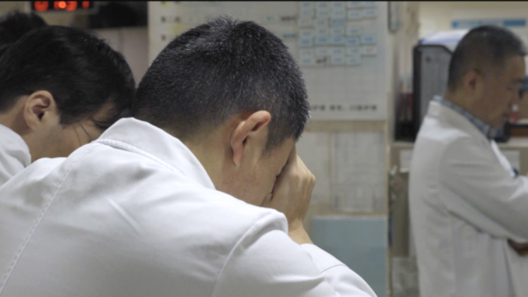 人间世2·命运交响曲丨接到病人投诉后他患了癌症