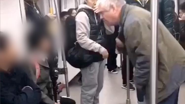 外国大爷怒斥地铁乞讨者:你们为什么不工作?