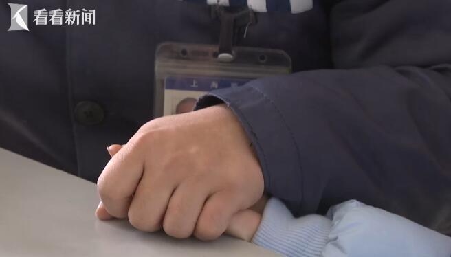 视频|特殊团聚日!八岁女儿探监读信 亲情感化狱中父亲