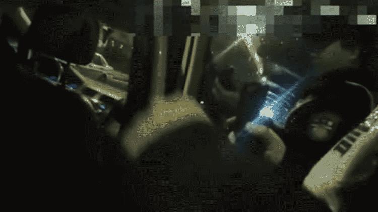 顺风车司机酒驾载客被逮 无辜女乘客一脸懵