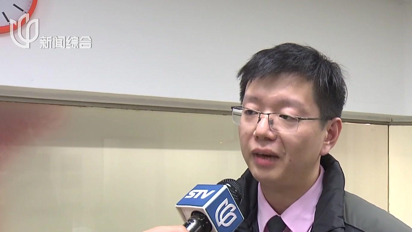 地铁站客流密集  乘客不慎将手机掉入轨道内:乘客为越南留学生  沟通交流障碍不小