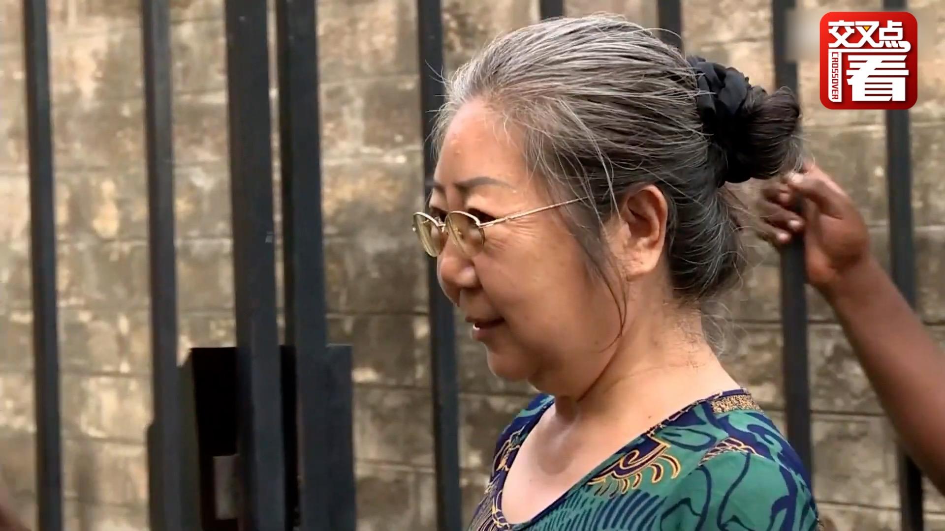 """中国籍""""象牙女王""""在坦被判15年 走私860件象牙"""