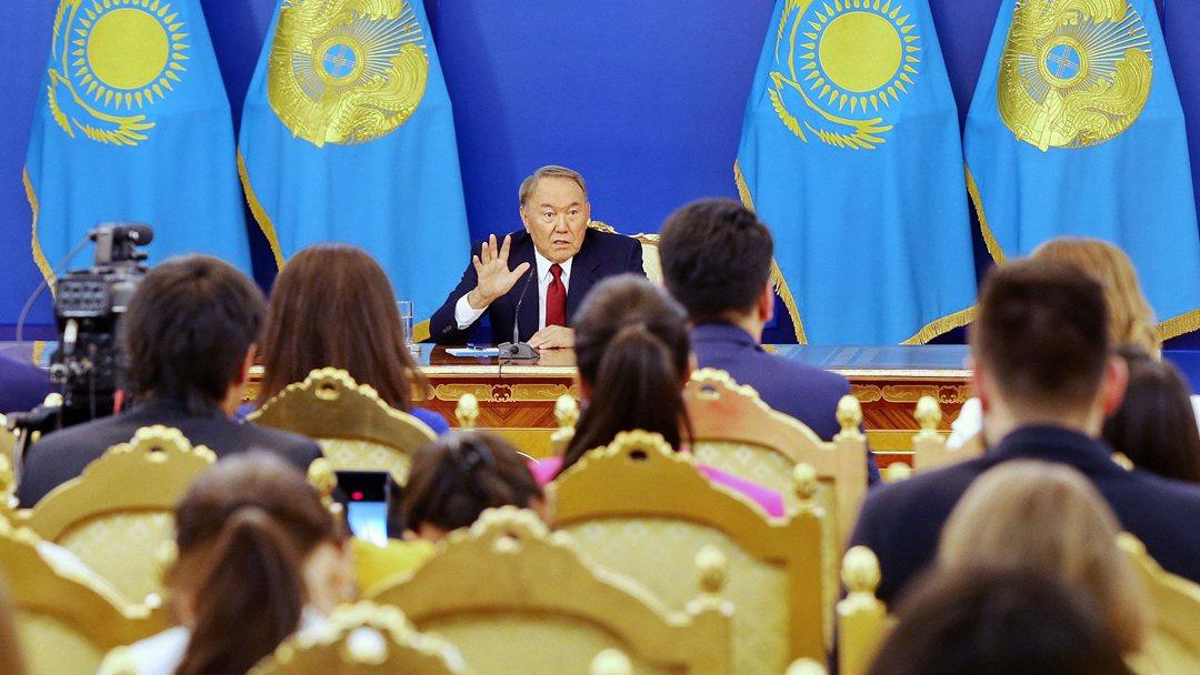哈萨克斯坦总统签署总统令 接受现任政府辞呈