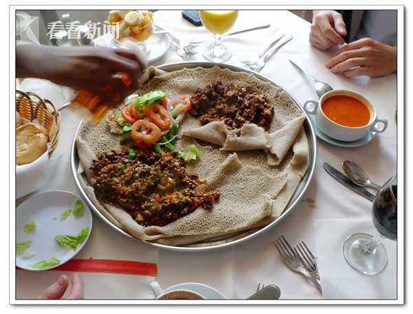 """传统的埃赛俄比亚薄饼""""英吉拉"""".jpg"""