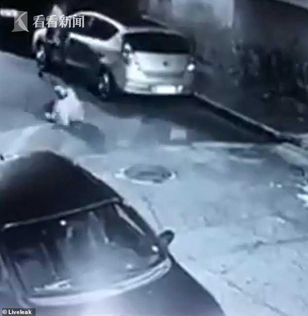 视频 壮汉深夜抢劫过路女子被击毙 原来遇上了女警察