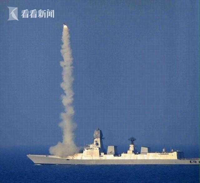 """""""加尔各答""""级驱逐舰发射""""布拉莫斯""""超音速反舰导弹"""