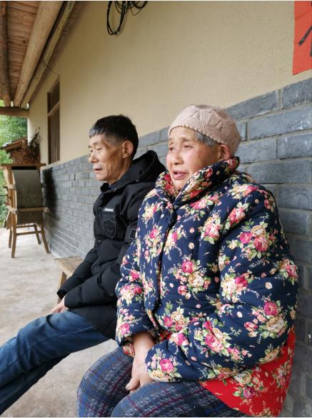 谭登周和妻子焦光润。因为伤病,2018年老两口的医疗费用高达15万元。