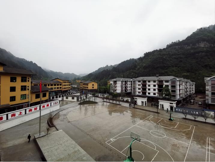群山环绕的中益乡小学,创建于1936年。