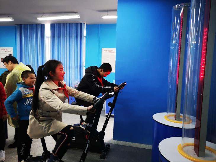一楼还设有共享科技馆,供孩子们学习和探索。