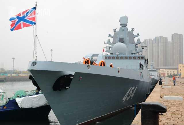 """俄罗斯海军""""戈尔什科夫海军元帅""""号护卫舰抵达青岛大港码头"""