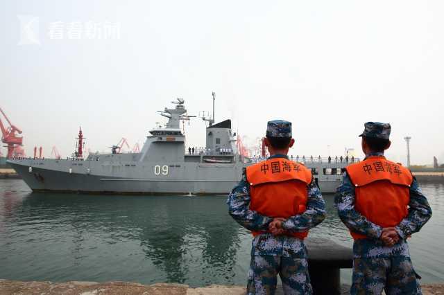 """文莱海军""""达鲁塔克瓦""""号抵达青岛大港码头"""